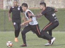 Corinthians estreia com 'cascudos' no banco