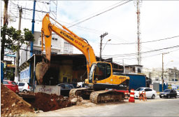 Semasa inicia obras de drenagem em Utinga e no Jardim do Estádio