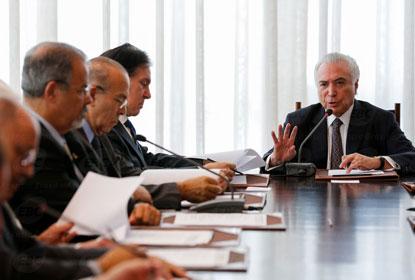 Conselhos aprovam intervenção federal na segurança do Rio de Janeiro