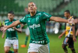 Palmeiras goleia e se classifica para a semifinal