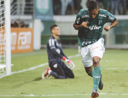 Palmeiras sufoca São Paulo, vence e mantém tabu