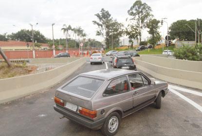 Ponte da avenida dos Estados, na altura da rua dos Alpes, é liberada para veículos