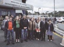 Senadores visitam Lula e criticam isolamento
