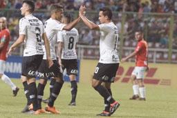 Corinthians goleia por 7 a 2 e se garante nas oitavas