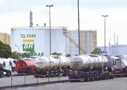 Petrobras aumenta preço da gasolina e diminui o do diesel para distribuidoras