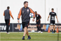 Corinthians pega o Bahia para salvar Osmar Loss