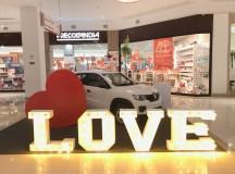 Lojistas seduzem os clientes apaixonados com promoções, brindes e sorteios