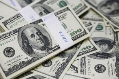 Dólar fecha abaixo de R$ 4 pela primeira vez em mais de um mês