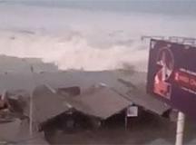 Vídeos que circulam nas redes sociais mostram um tsunami atingindo a região de Palu, no norte da Indonésia após terremotos. Foto: Reprodução Youtube