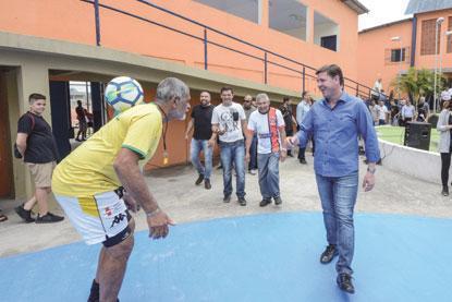 Morando entrega a revitalização de ginásio poliesportivo no Orquídeas