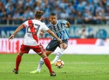Grêmio entra em colapso no fim e leva virada do River, que vai à final