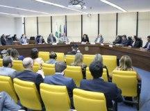 Raquel Dodge reuniu-se com advogados do PSL e PT para pedir compromisso contra fake news