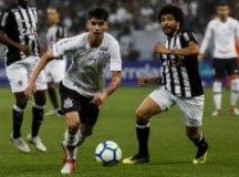 Araos ganha espaço e deve ser o principal armador do Corinthians contra o Botafogo