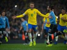 Neymar comemora gol no segundo tempo da partida no Emirates Stadium. Foto:  Pedro Martins/MoWA Press