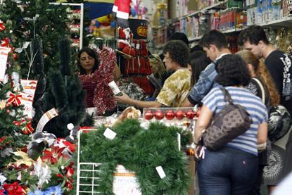 Após ano turbulento, comércio comemora melhor Natal desde 2014