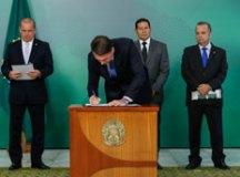 Bolsonaro assinou primeira MP na área da Previdência. Foto: Alan Santos/PR