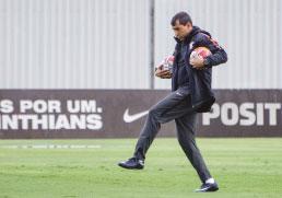 Corinthians encara Red Bull em teste para clássico