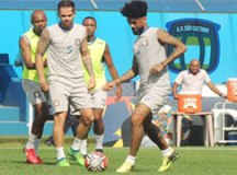 Agora no São Caetano, Vitinho e Rafael Marques reencontram o Palmeiras