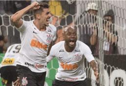 Depois de levar dois gols em nove minutos, alvinegro faz 4 a 2 no time gaúcho e avança para a terceira fase da Copa do Brasil