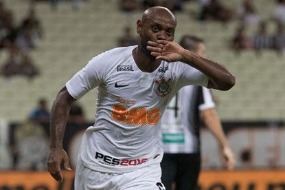 Corinthians vence Ceará fora e encaminha vaga