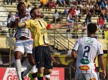 São Bernardo perde do Penapolense, mas gol no fim livra time do rebaixamento