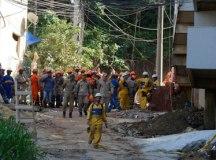 Buscas por sobreviventes por escombros continuam. Foto: Tânia Rego/ABr