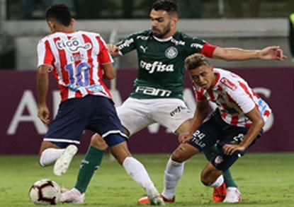 Após emboscada, Palmeiras bate Junior Barranquilla