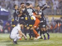 Ferraz lamenta pênalti perdido que classificou o Corinthians. Foto: Marco Galvão/Fotoarena/Estadão Conteúdo