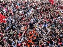 Manifestantes vão às ruas pedir soltura de Lula, preso há 1 ano