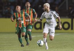 Palmeiras marca nos acréscimos e bate Sampaio Corrêa