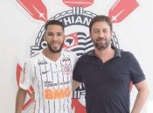 Everaldo assinou contrato por quatro temporadas. Foto: Daniel Augusto Jr./Agência Corinthians