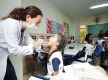 Prefeitura, por meio das secretarias de Educação e de Saúde, realizam atividades para orientação e prevenção à doenças. Foto: Gabriel Mazzo/ PMETRPSC