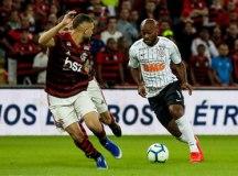 O Corinthians, de Vagner Love, teve boa atuação, mas sucumbiu ao Flamengo no Rio. Foto: Rodrigo Gazzanel/Agência Corinthians