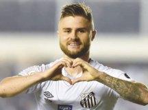 Santos supera o Corinthians e assume liderança