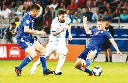 Richard Sánchez, pelo Paraguai, e Messi, pela Argentina, fizeram os gols no Mineirão. Foto: Dudu Macedo/Fotoarena/Estadão Conteúdo