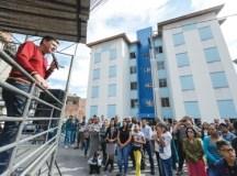 """""""Entregas como esta são a oportunidade para se escrever uma nova história. É oferecer um ambiente melhor para as crianças estudarem e para as famílias prosperarem"""", disse o prefeito Orlando Morando. Foto: Gabriel Inamine/PMSBC"""