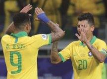 Gabriel Jesus comemora o gol de Roberto Firmino na vitória sobre a Argentina. Foto: Rodolfo Buhrer/Fotoarena/Estadão Conteúdo