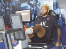 Com futuro incerto, Neymar se reapresenta ao PSG e treina apenas na academia do CT