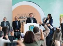 Bolsonaro inaugura aeroporto na Bahia e, após polêmica, diz que ama o Nordeste