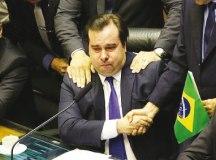 Defensor da proposta, Rodrigo Maia se emociona durante comemoração da aprovação do texto-base. Foto: Fabio Rodrigues Pozzebom/Agência Brasil