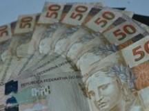 Endividamento de famílias cresce pelo sétimo mês seguido, diz CNC