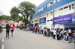 Em São Bernardo, 1° Feirão do Emprego para jovens atrai mais de 2.000 pessoas entre 16 e 22 anos