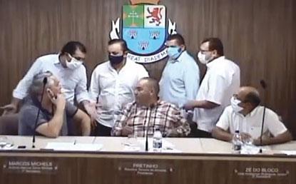 Em sessão tumultuada, vereadores de Diadema aprovam mudanças no sistema previdenciário