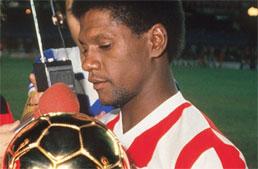 Ídolo do Bangu na década de 1980, Marinho morre aos 62 anos