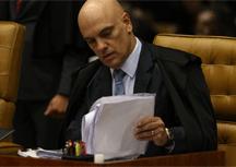 Alexandre de Moraes quebra sigilos de dez deputados e um senador