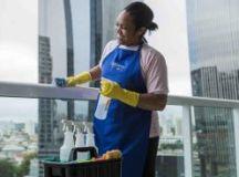 Vassoura pode espalhar sujeira e ajudar a disseminar vírus e bactérias para outros cômodos da casa