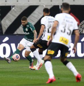 Corinthians vence Palmeiras e mantém chances de classificação no Paulistão