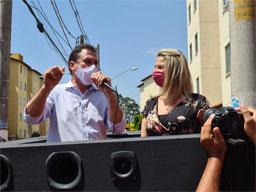 Marinho participou de caminhadas ao lado da candidata a vice, Ana Paula Lupino. Foto: Divulgação