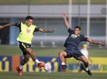 Treino 'aberto' em CT fechado indica seleção com Lodi e Bruno Guimarães