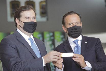 Ao lado de Doria, Maia pregou diálogo com o governo federal para avançar no desenvolvimento de vacinas. Foto: Governo do Estado de SP